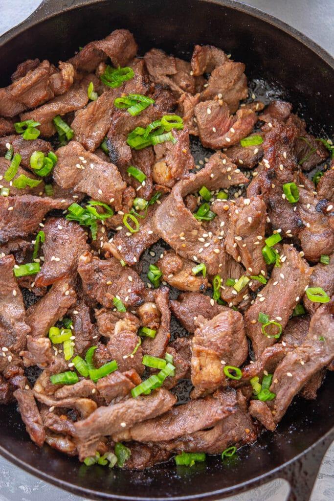 beef bulgogi and garnish in a skillet